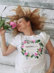 T-shirt with flowers on it-1